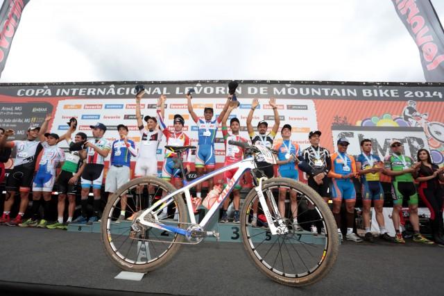 Pódio super elite (Crédito: Thiago Lemos/Pedal.com.br)