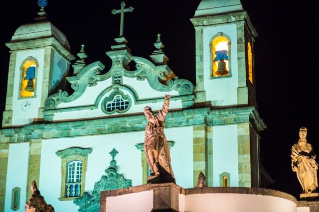 Santuário do Bom Jesus de Matosinho e os Profetas de Aleijadinho (Crédito: Bruno Senna/CIMTB)