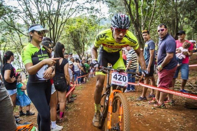 Bruna Elias e Gustavo Xavier são campeões da Júnior na CIMTB Levorin em Araxá