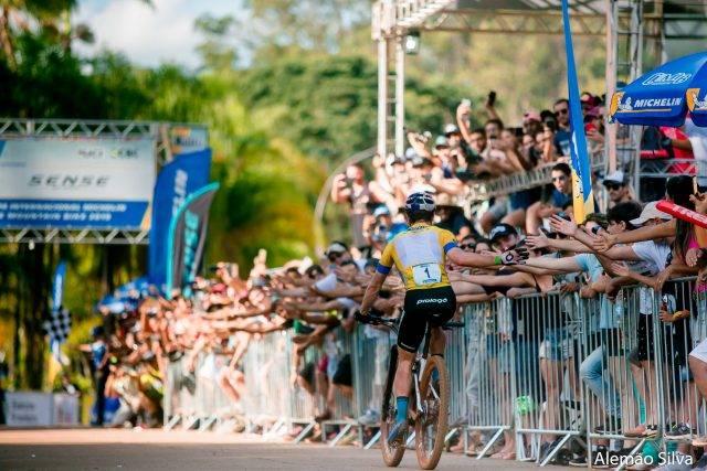 Quatro dias, quatro vitórias: Avancini e Campuzano são os campeões da CIMTB Michelin em Araxá