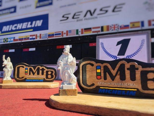 Campeões da Super Elite recebem troféus com réplicas de profetas