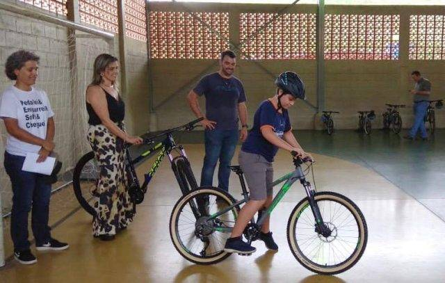 Após ter bikes que ganhou na CIMTB Michelin roubadas, jovem é presenteado pela Sense