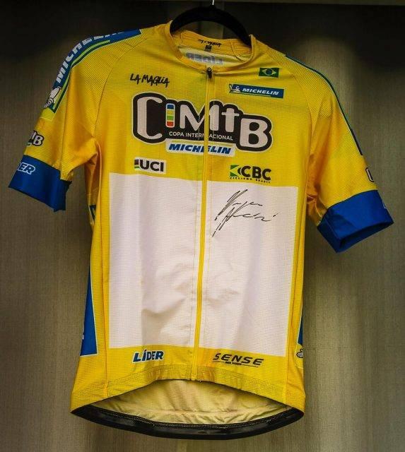 Ciclista de São José dos Campos ganha sorteio de camisa de líder autografada por Henrique Avancini