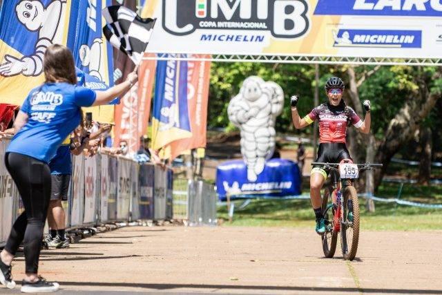 Henrique Avancini e Karen Olímpio vencem o short track de sábado em Araxá